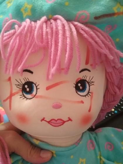 Оттираем от куклы фломастеры
