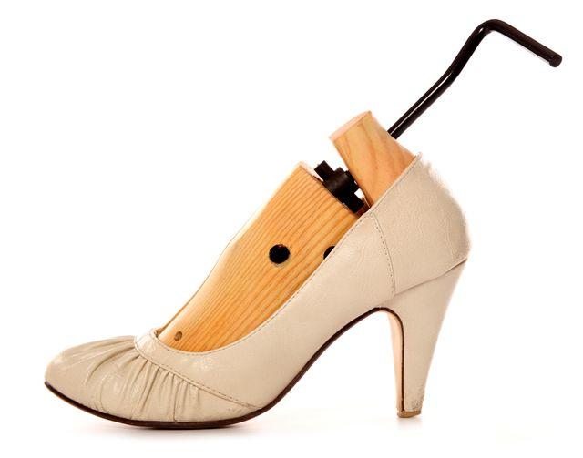 Как растянуть тесную обувь в домашних условиях? – на!