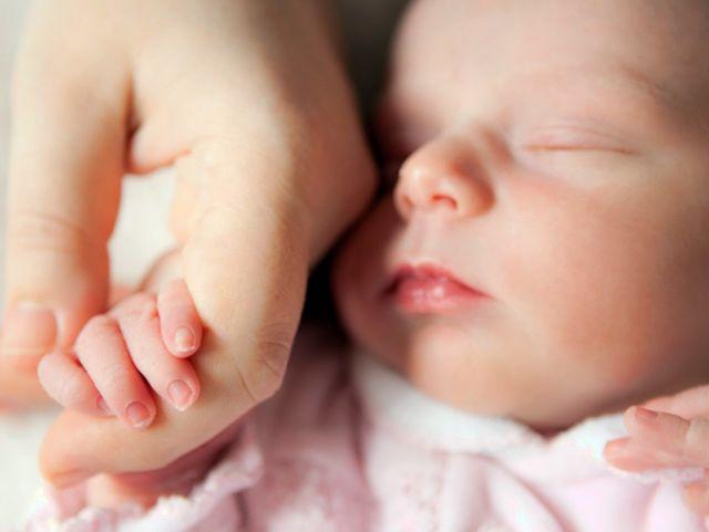 Кому выплачивается единовременное пособие при рождении ребенка