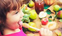 С какого возраста ребенку можно давать мед?