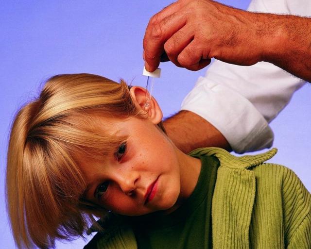 Как и что можно капать ребенку в уши при отите – правила закапывания в ушки новорожденному и детям старше 41